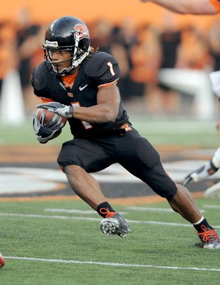 CORVALLIS, OR - OCTOBER 10: Running back Jacquizz Rodgers #1 of the Oregon State Beavers looks for some running room in the second quarter of the game against the Stanford Cardinals at Reser Stadium on October 10, 2009 in Corvallis, Oregon. Oregon State w