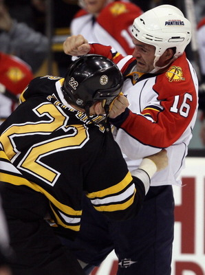 BOSTON - NOVEMBER 18:  Shawn Thornton #22 of the Boston Bruins and Darcy Hordichuk #16 of the Florida Panther exchange punches on November 18, 2010 at the TD Garden in Boston, Massachusetts.  (Photo by Elsa/Getty Images)