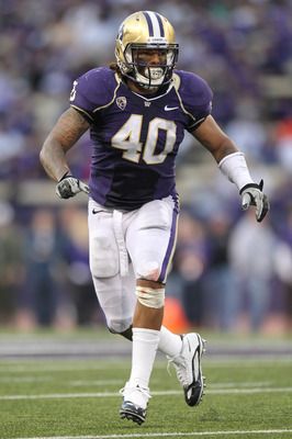 SEATTLE - SEPTEMBER 11:  Linebacker Mason Foster #40 of the Washington Huskies follows the play during the game against the Syracuse Orange on September 11, 2010 at Husky Stadium in Seattle, Washington. (Photo by Otto Greule Jr/Getty Images)
