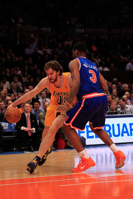 NEW YORK, NY - FEBRUARY 11: Pau Gasol #16 of the Los Angeles Lakers drives past Shawne Williams #3 of the New York Knicks at Madison Square Garden on February 11, 2011 in New York City. NOTE TO USER: User expressly acknowledges and agrees that, by downloa
