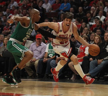 CHICAGO, IL - APRIL 07: Kyle Korver #26 of the Chicago Bulls drives against Ray Allen #20 of the Boston Celtics at United Center on April 7, 2011 in Chicago, Illinois. The Bulls defeated the Celtics 97-81. NOTE TO USER: User expressly acknowledges and agr