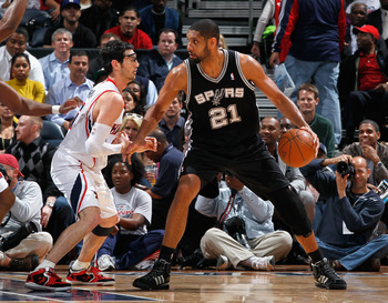 ATLANTA, GA - APRIL 05:  Tim Duncan #21 of the San Antonio Spurs against Kirk Hinrich #6 of the Atlanta Hawks at Philips Arena on April 5, 2011 in Atlanta, Georgia.  NOTE TO USER: User expressly acknowledges and agrees that, by downloading and/or using th