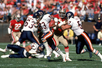 SAN FRANCISCO - OCTOBER 13:  Wide receiver Willie Gault #83 of the Chicago Bears hustles up field with the ball during a game against the San Francisco 49ers at Candlestick Park on October 13, 1985 in San Francisco, California.  The Bears won 26-10.   (Ph
