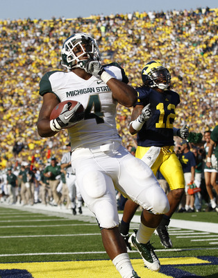 ANN ARBOR, MI - OCTOBER 09: Le'Veon Bell #24 of the Michigan State Spartans scores on a 41 yard touchdown in the second quarter during the game aginst the Michigan Wolverines during the game on October 9, 2010 at Michigan Stadium in Ann Arbor, Michigan. (