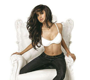 Noureen-dewulf_display_image