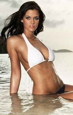Campus-girls-swimsuit-calendar-1541_display_image