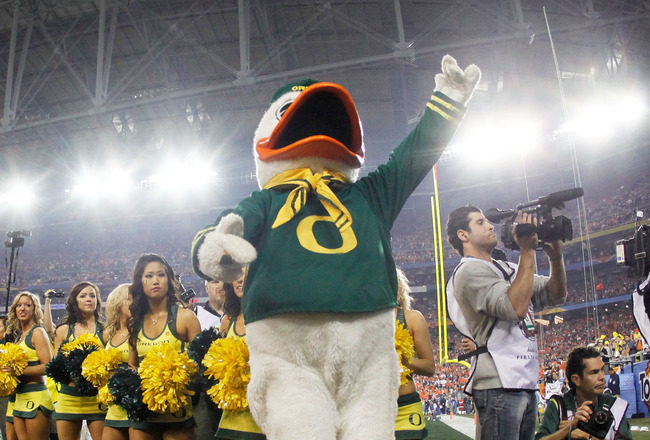 GLENDALE, AZ - JANUARY 10:  The Oregon Duck performs during their Tostitos BCS National Championship Game against the Auburn Tigers at University of Phoenix Stadium on January 10, 2011 in Glendale, Arizona.  (Photo by Jonathan Ferrey/Getty Images)