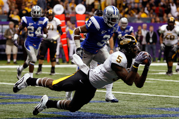 NEW ORLEANS - DECEMBER 20:  DeAndre Brown #5 of the Southern Miss Golden Eagles catches a pass for a two point conversion over Marcus Udell #3 of the Middle Tennessee Blue Raiders during the R+L Carriers New Orleans Bowl at the Louisiana Superdome on Dece