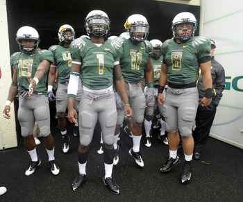 EUGENE, OR - SEPTEMBER 19: Jamere Holland #19, Darron Thomas #1, Eddie Pleasant #11 and Jeremiah Masoli #8 of the Oregon Ducks wait in the tunnel to be introduced before the start of the game against the Utah Utes at Autzen Stadium on September 19, 2009 i