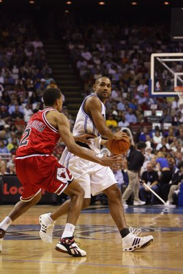 ORLANDO, FL - NOVEMBER 1:  Grant Hill #33 of the Orlando Magic dribbles against Thabo Sefolosha #2 of the Chicago Bulls on November 1, 2006 at TD Waterhouse Centre in Orlando, Florida. The Magic won 109-94. NOTE TO USER: User expressly acknowledges and ag