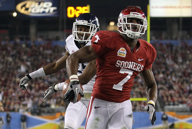 GLENDALE, AZ - JANUARY 01:  DeMarco Murray #7 of the Oklahoma Sooners reacts after scoring a touchdown in the first quarter against the Connecticut Huskies during the Tostitos Fiesta Bowl at the Universtity of Phoenix Stadium on January 1, 2011 in Glendal