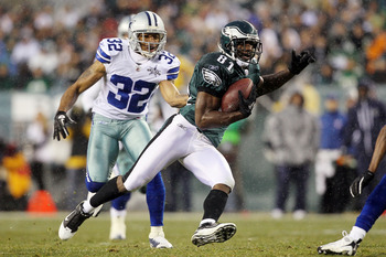 PHILADELPHIA, PA - JANUARY 02:  Jason Avant #81 of the Philadelphia Eagles runs a reception past Orlando Scandrick #32 of the Dallas Cowboys on January 2, 2011 at Lincoln Financial Field in Philadelphia, Pennsylvania.  (Photo by Jim McIsaac/Getty Images)