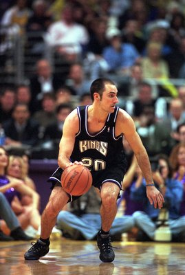 23 Apr 2000: Jon Barry #20 of the Sacramento Kings dribbles the ball down the court during the NBA Western Conference Playoffs Round One Game against the Los Angeles Lakers at the Staples Center in Los Angeles, California. The Lakers defeated the Kings 11