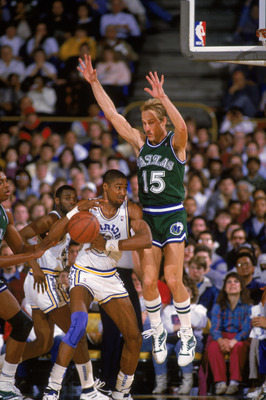 OAKLAND, CALIFORNIA - 1987:  Brad Miller #15  of the Dallas Mavericks leaps to defend Rod Higgins #22 of the Golden State Warriors during an NBA game at the Arena in Oakland, California in 1987. NOTE TO USER: User expressly acknowledges and agrees that, b