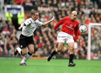 20 Oct 2001:  Juan Veron of Man Utd clashes with Kevin Nolan of Bolton during the Manchester United v Bolton Wanderers FA Barclaycard Premiership match at Old Trafford, Manchester. Mandatory Credit: Alex Livesey/ALLSPORT