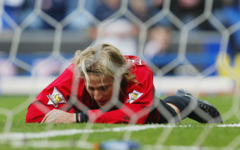 BLACKBURN, ENGLAND - MAY 1:  Diego Forlan of Manchester United looks dejected after he misses a header in the last few minutes of the game during the FA Barclaycard Premiership match between Blackburn Rovers and Manchester United at Ewood Park on May 1, 2