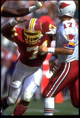 4 Oct 1992: WASHINGTON REDSKINS DEFENSIVE LINEMAN CHARLES MANN #71 ATTEMPTS TO SACK PHOENIX CARDINALS QUARTERBACK CHRIS CHANDLER #17 DURING THE REDSKINS 27-24 LOSS AT SUN DEVIL STADIUM IN TEMPE, ARIZONA.