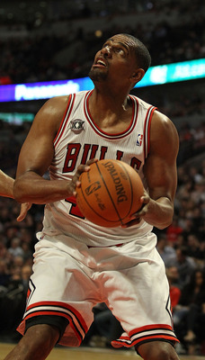 CHICAGO, IL - FEBRUARY 17: Kurt Thomas #40 of the Chicago Bulls moves to put up a shot against the San Antonio Spurs at the United Center on February 17, 2011 in Chicago, Illinois. The Bulls defeated the Spurs 109-99. NOTE TO USER: User expressly acknowle