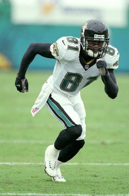 17 Sep 2000:  R. Jay Soward #81 of the Jacksonville Jaguars takes off running during the game against the Cincinnati Bengals at the Alltel Stadium in Jacksonville, Florida.  The Jaguars defeated the Bengals 13-0.Mandatory Credit: Scott Halleran  /Allsport