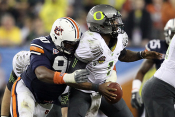 GLENDALE, AZ - JANUARY 10: Nick Fairley #90 of the Auburn Tigers sacks Darron Thomas #1 of the Oregon Ducks in the fourth quarter of the Tostitos BCS National Championship Game at University of Phoenix Stadium on January 10, 2011 in Glendale, Arizona. (Ph