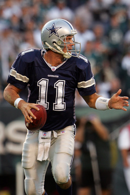 PHILADELPHIA - OCTOBER 08:  Drew Bledsoe #11 of the Dallas Cowboys drops back against the Philadelphia Eagles at Lincoln Financial Field on October 8, 2006 in Philadelphia, Pennsylvania.  (Photo by Chris McGrath/Getty Images)