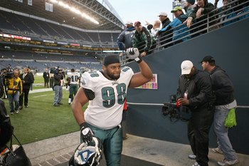 SEATTLE - NOVEMBER 02:  Mike Patterson #98 of the Philadelphia Eagles celebrates after winning the game against the Seattle Seahawks at Qwest Field on November 2, 2008 in Seattle, Washington. (Photo by Otto Greule Jr/Getty Images)