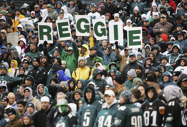 PHILADELPHIA, PA - JANUARY 2:  Fans remember Reggie White before the start of the Cincinnati Bengals versus Philadelphia Eagles game on January 2, 2005 at Lincoln Financial Field in Philadelphia, Pennsylvania.  (Photo by Streeter Lecka/Getty Images)
