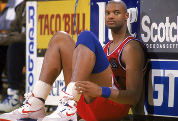 LOS ANGELES - JANUARY 1:  Benoit Benjamin #00 of the Los Angeles Clippers waits to enter the NBA game against the Los Angeles Lakers at the Great Western Forum, in Los Angeles, California on January 1, 1988.  NOTE TO USER: User expressly acknowledges and