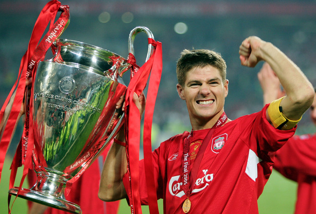 ISTANBUL, TURKEY - MAY 25:  Liverpool captain Steven Gerrard lifts the European Cup after Liverpool won the European Champions League final between Liverpool and AC Milan on May 25, 2005 at the Ataturk Olympic Stadium in Istanbul, Turkey.  (Photo by Mike