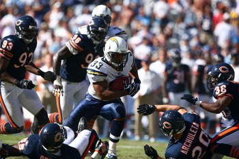 SAN DIEGO - SEPTEMBER 9:  Runningback Michael Turner #33 of the San Diego Chargers runs against the defense of the Chicago Bears at Qualcomm Stadium September 9, 2007 in San Diego, California.  (Photo by Donald Miralle/Getty Images)