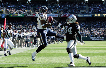 OAKLAND, CA - NOVEMBER 21:  Antonio Gates #85 of the San Diego Chargers makes an 85-yard touchdown against Ray Buchanan #34 of the Oakland Raiders to make the score 6-0 at Network Associates Coliseum on November 21, 2004 in Oakland, California. (Photo by