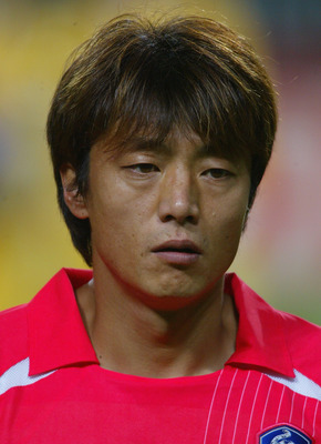 SEOUL - JUNE 25:  Sun Hong Hwang of South Korea before the Germany v South Korea, World Cup Semifinal Stage match played at the Seoul World Cup Stadium, Seoul, South Korea on June 25, 2002. (Photo by Ben Radford/Getty Images)