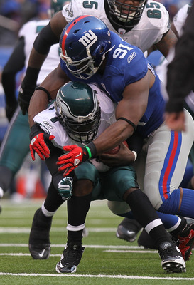 EAST RUTHERFORD, NJ - DECEMBER 19:  Justin Tuck #91 of the New York Giants sacks Michael Vick #7 of the Philadelphia Eagles at New Meadowlands Stadium on December 19, 2010 in East Rutherford, New Jersey.  (Photo by Nick Laham/Getty Images)