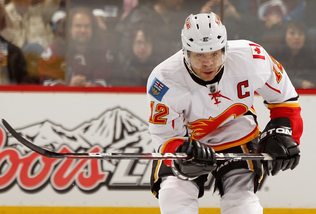 DENVER, CO - FEBRUARY 14:  Jarome Iginla #12 of the Calgary Flames controls the puck against the Colorado Avalanche at the Pepsi Center on February 14, 2011 in Denver, Colorado. The Flames defeated the Avalanche 9-1.  (Photo by Doug Pensinger/Getty Images