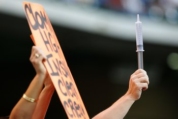 HOUSTON - MAY 16:  A fan holds a sign and a syringe for Barry Bonds #25 of the San Francisco Giants during a game against the Houston Astros on May 16, 2006 at Minute Maid Park in Houston, Texas.  (Photo by Jed Jacobsohn/Getty Images)