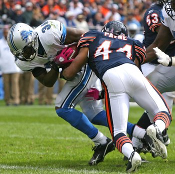 CHICAGO - OCTOBER 04: Kevin Smith #34 of the Detroit Lions breaks away from Kevin Payne #44 of the Chicago Bears to score a touchdown on October 4, 2009 at Soldier Field in Chicago, Illinois. The Bears defeated the Lions 48-24. (Photo by Jonathan Daniel/G