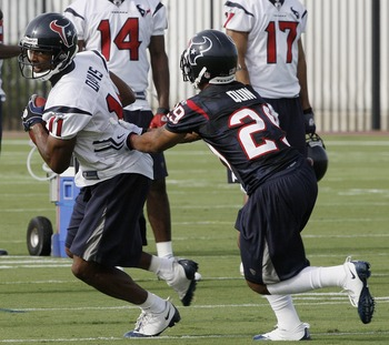 HOUSTON - JULY 31:  Wide receiver Andre Johnson #11 of the Houston Texans attempts to evade cornerback Glover Quinn #29 during Texans training camp on July 31, 2009 in Houston, Texas.  (Photo by Bob Levey/Getty Images)