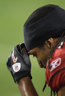 GLENDALE, AZ - DECEMBER 25:  Wide receiver Larry Fitzgerald #11 of the Arizona Cardinals during the NFL game against the Dallas Cowboys at the University of Phoenix Stadium on December 25, 2010 in Glendale, Arizona. The Cardinals defeated the Cowboys 27-2