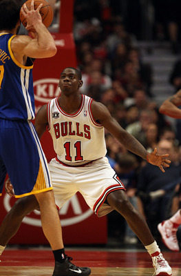 CHICAGO - NOVEMBER 11: Ronnie Brewer #11 of the Chicago Bulls sets to defend against the Golden State Warriors at the United Center on November 11, 2010 in Chicago, Illinois. The Bulls defeated the Warriors 120-90. NOTE TO USER: User expressly acknowledge