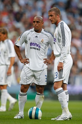 MADRID, SPAIN - JUNE 17:  David Beckham (R) and Roberto Carlos of Real Madrid line up a free kick during the Primera Liga match between Real Madrid and Mallorca at the Santiago Bernabeu stadium on June 17, 2007 in Madrid, Spain.  (Photo by Denis Doyle/Get