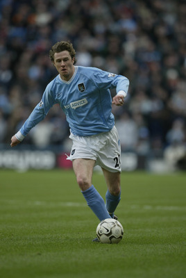 MANCHESTER, ENGLAND - FEBRUARY 8:  Steve McManaman of Manchester City during the FA Barclaycard Premiership match between Manchester City and Birmingham City at The City of Manchester Stadium on February 8, 2004 in Manchester, England.  (Photo by Alex Liv