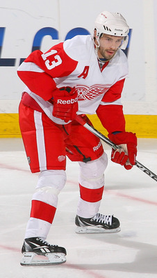 BUFFALO, NY - FEBRUARY 26: Pavel Datsyuk #13 of the Detroit Red Wings skates against the Buffalo Sabres  at HSBC Arena on February 26, 2011 in Buffalo, New York. Detroit won 3-2 in a shootout.  (Photo by Rick Stewart/Getty Images)