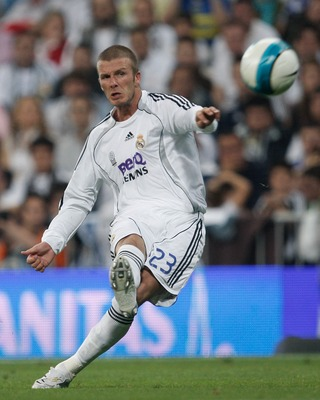 MADRID, SPAIN - JUNE 17:  David Beckham of Real Madrid takes a free kick during the Primera Liga match between Real Madrid and Mallorca at the Santiago Bernabeu stadium on June 17, 2007 in Madrid, Spain.  (Photo by Denis Doyle/Getty Images)
