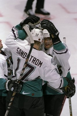 8 Nov 1998:  Rightwingers Tomas Sandstrom #17 and Teemu Selanne #8 of the Anaheim Mighty Ducks celebrate a goal during the game against the Detroit Red Wings at the Arrowhead Pond in Anaheim, California. The Red Wings defeated the Mighty Ducks 3-2. Mandat