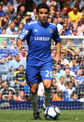 LONDON, ENGLAND - AUGUST 29:  Deco of Chelsea runs with the ball during the Barclays Premier League match between Chelsea and Burnley at Stamford Bridge on August 29, 2009 in London, England.  (Photo by Phil Cole/Getty Images)