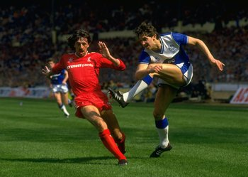 10 May 1986:  Gary Lineker of Everton shoots past Mark Lawrenson during the FA Cup Final at Wembley Stadium in London. Liverpool won the match 3-1. \ Mandatory Credit: David Cannon /Allsport