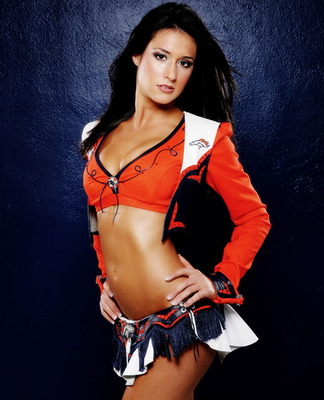 Denver-broncos-cheerleader-romi-bean-111009-lg_display_image
