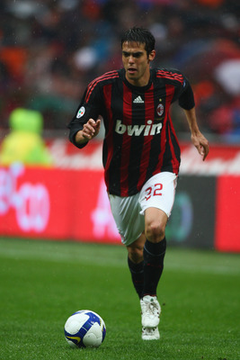 MILAN, ITALY - APRIL 26:  Kaka of Milan runs with the ball during the Serie A match between AC Milan and US Citta di Palermo at the San Siro Stadium on April 26, 2009 in Milan,Italy.  (Photo by Michael Steele/Getty Images)