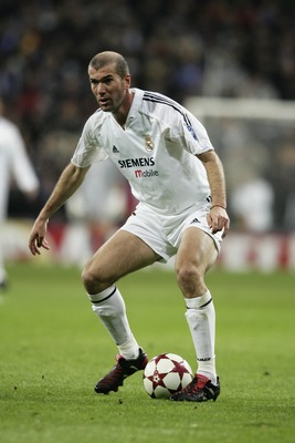 MADRID, SPAIN - FEBRUARY 22:  Zinedine Zidane of Real Madrid in action during the UEFA Champions League match between Real Madrid and Juventus at The Bernabeu Stadium on February 22, 2005 in Madrid, Spain.  (Photo by Ross Kinnaird/Getty Images)