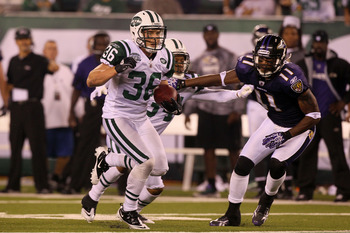 EAST RUTHERFORD, NJ - SEPTEMBER 13:  Jim Leonhard #36 of the New York Jets in action against the Baltimore Ravens during their home opener at the New Meadowlands Stadium on September 13, 2010 in East Rutherford, New Jersey.  (Photo by Jim McIsaac/Getty Im